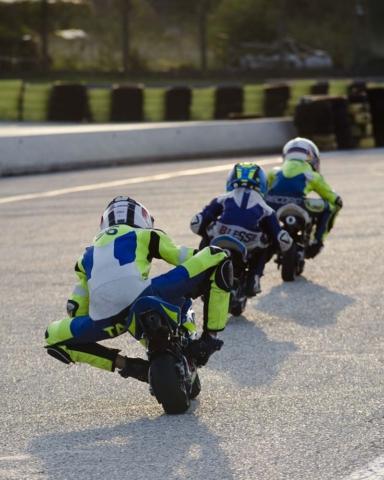 Dirkači na minimoto stezi