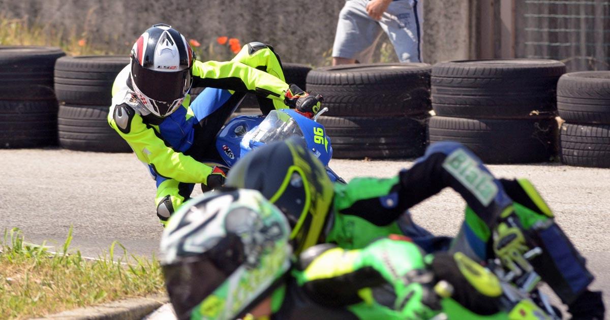 Borba med minimoto dirkači