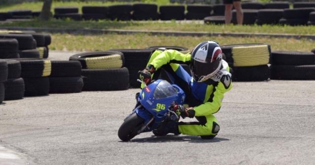 Minimoto dirkač Tadej Maver Guštin na stezi