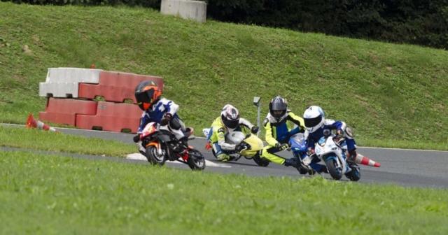 Ogrevalni krog minimoto voznikov