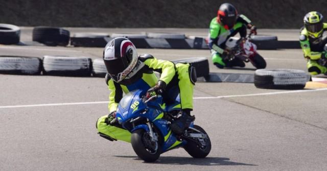 Minimoto dirkači na stezi v Viadani