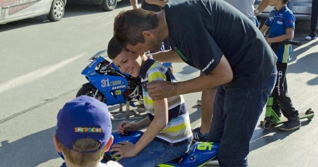 Veselje po dirki - oče in sin